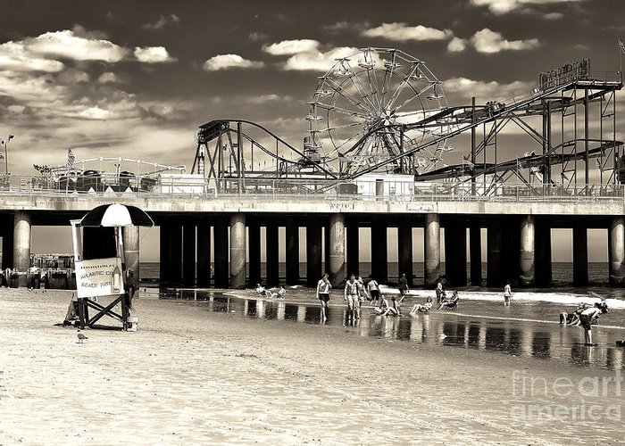 Vintage Steel Pier Greeting Card featuring the photograph Vintage Steel Pier by John Rizzuto