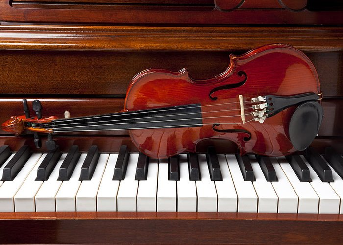 Violin Greeting Card featuring the photograph Violin On Piano by Garry Gay