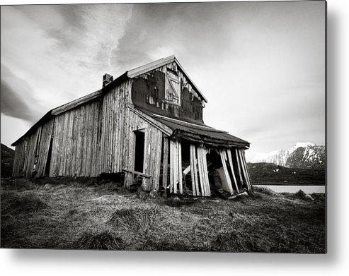 Barn Metal Print featuring the photograph Old Barn by Dave Bowman