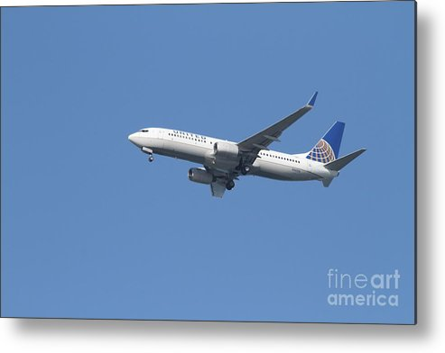Transportation Metal Print featuring the photograph United Airlines Jet 7d21942 by Wingsdomain Art and Photography
