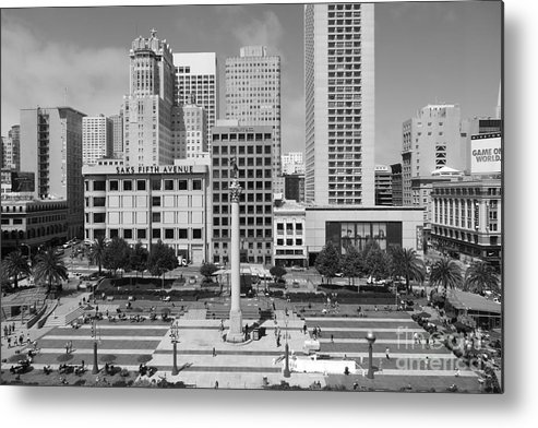Black And White Metal Print featuring the photograph San Francisco - Union Square - 5d17938 - Black And White by Wingsdomain Art and Photography