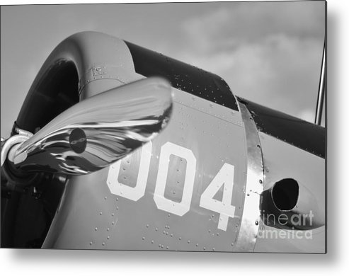 Vultee Bt-13 Valiant Metal Print featuring the photograph Vultee Bt-13 Valiant In Bw by Lynda Dawson-Youngclaus