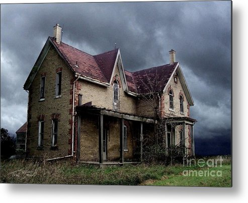 Haunted House Metal Print featuring the photograph Farm House by Tom Straub