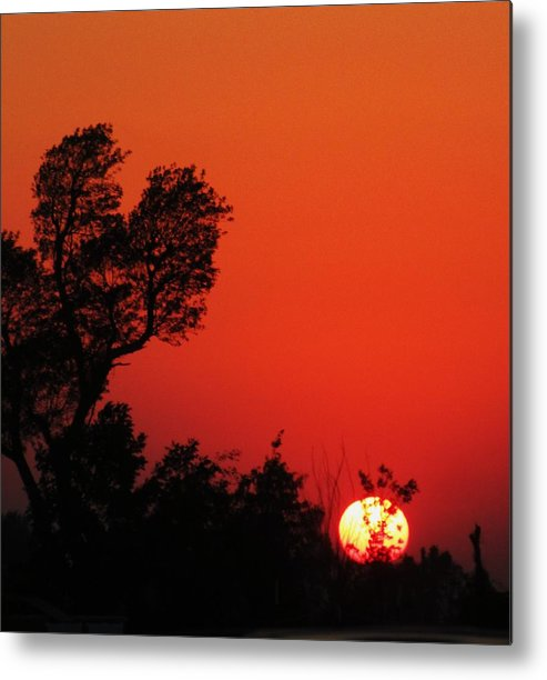 Setting Set Metal Print featuring the photograph Sundown by Todd Sherlock