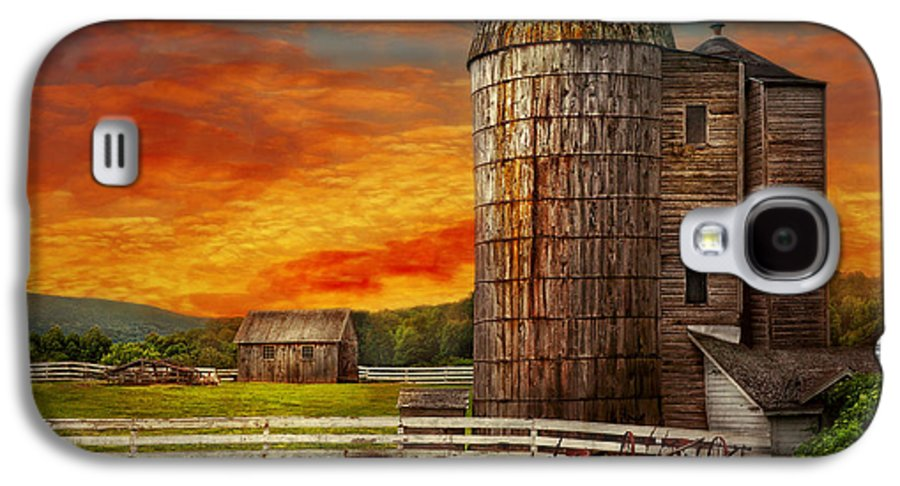 Farm Galaxy S4 Case featuring the photograph Farm - Barn - Welcome To The Farm by Mike Savad
