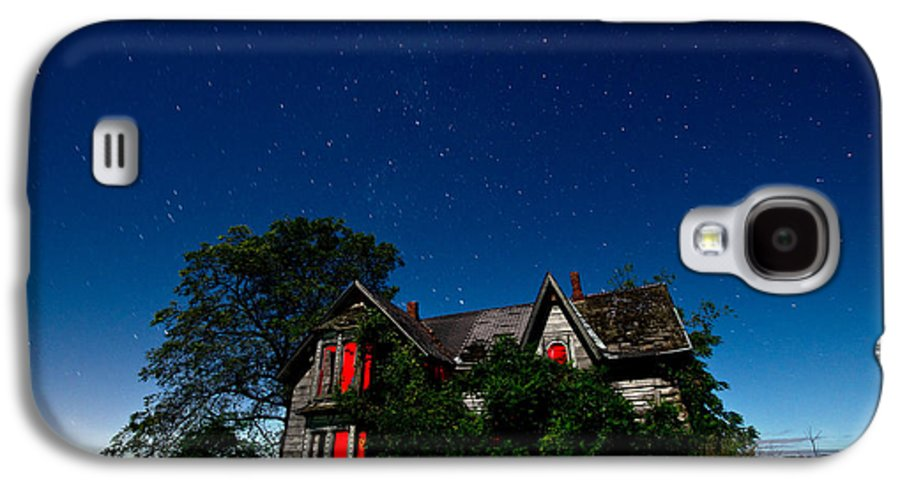 Abandoned Galaxy S4 Case featuring the photograph Haunted Farmhouse At Night by Cale Best