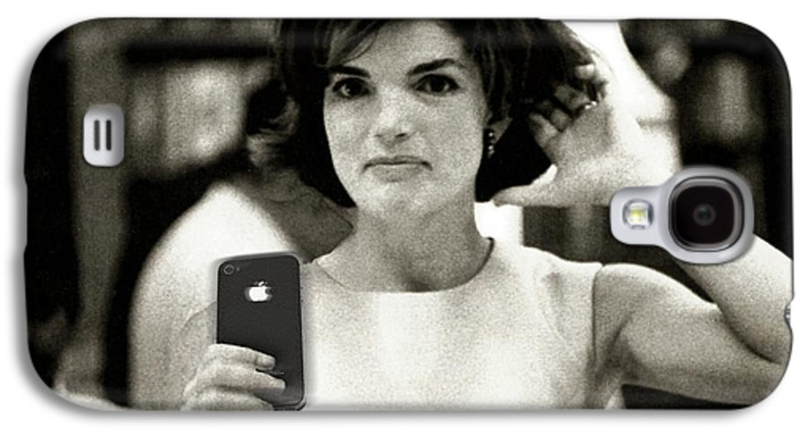 Jacqueline Lee Bouvier Kennedy Onassis Galaxy S4 Case featuring the painting Jacky Kennedy Takes A Selfie by Tony Rubino