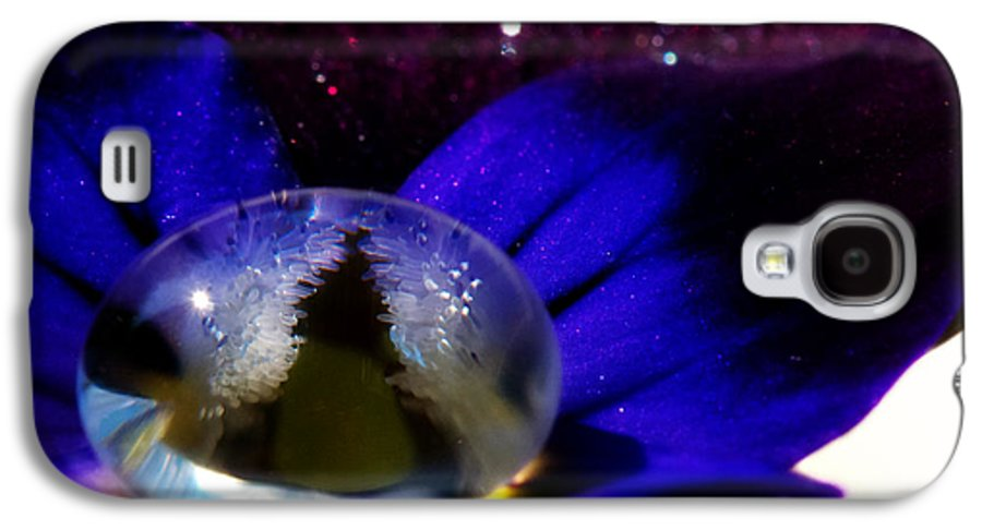 Viola Galaxy S4 Case featuring the photograph Underwater Universe Unfolding by Lisa Knechtel