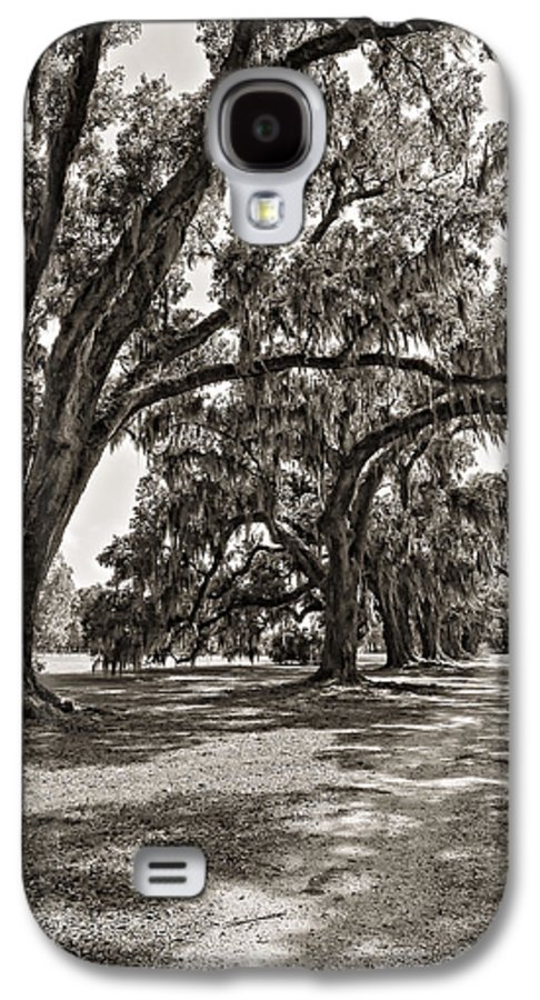 Evergreen Plantation Galaxy S4 Case featuring the photograph Memory Lane Monochrome by Steve Harrington