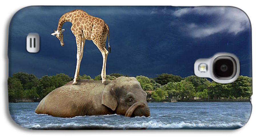 Girafe Galaxy S4 Case featuring the photograph Safe by Martine Roch