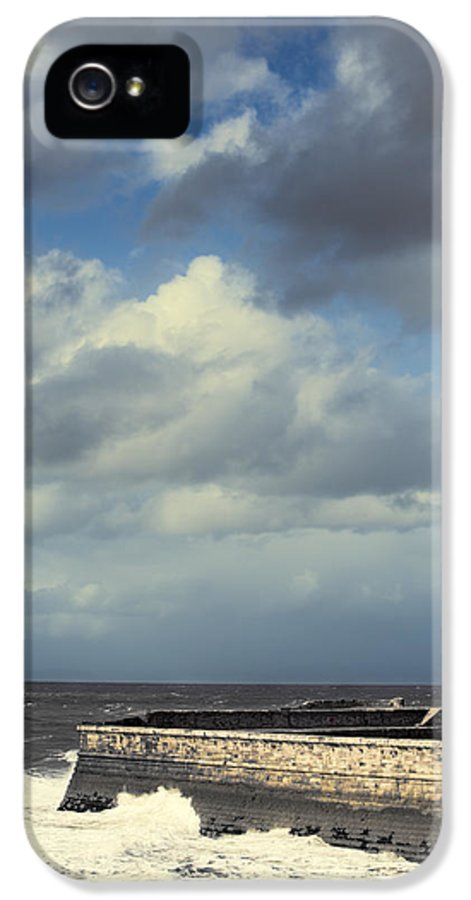 Lighthouse IPhone 5 / 5s Case featuring the photograph Lighthouse At Whitehaven by Amanda And Christopher Elwell