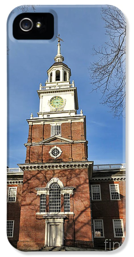 Philadelphia IPhone 5 / 5s Case featuring the photograph Independence Hall In Philadelphia by Olivier Le Queinec