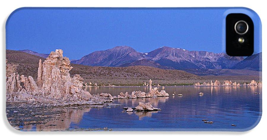 Mono Lake IPhone 5 / 5s Case featuring the photograph Mono Lake California by Jason O Watson