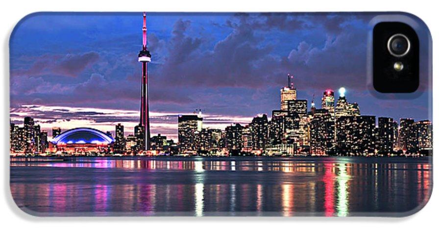 Toronto IPhone 5 / 5s Case featuring the photograph Toronto Skyline by Elena Elisseeva