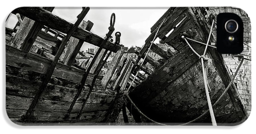 Old IPhone 5 / 5s Case featuring the photograph Old Abandoned Ships by RicardMN Photography