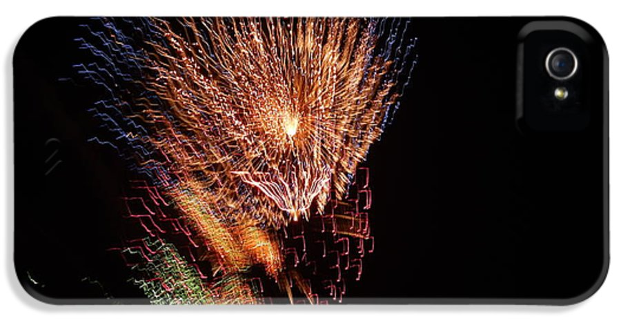 Fireworks IPhone 5 / 5s Case featuring the photograph 4th Of July by April Lerro