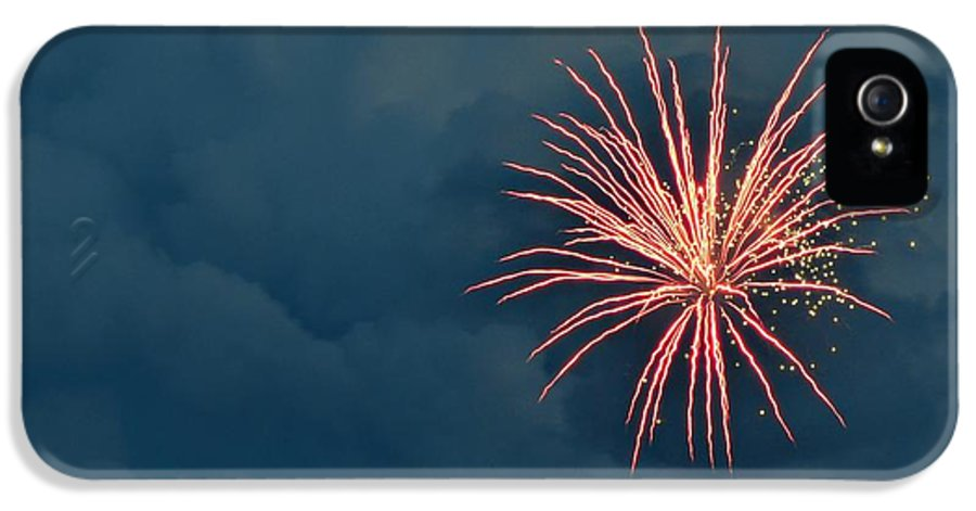 4th IPhone 5 / 5s Case featuring the photograph 4th Of July by Sandi Lovitt