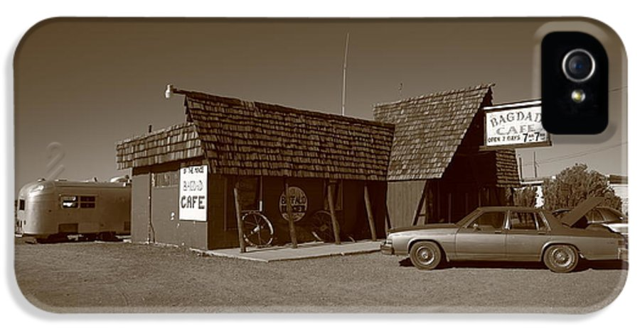 66 IPhone 5 / 5s Case featuring the photograph Route 66 - Bagdad Cafe by Frank Romeo