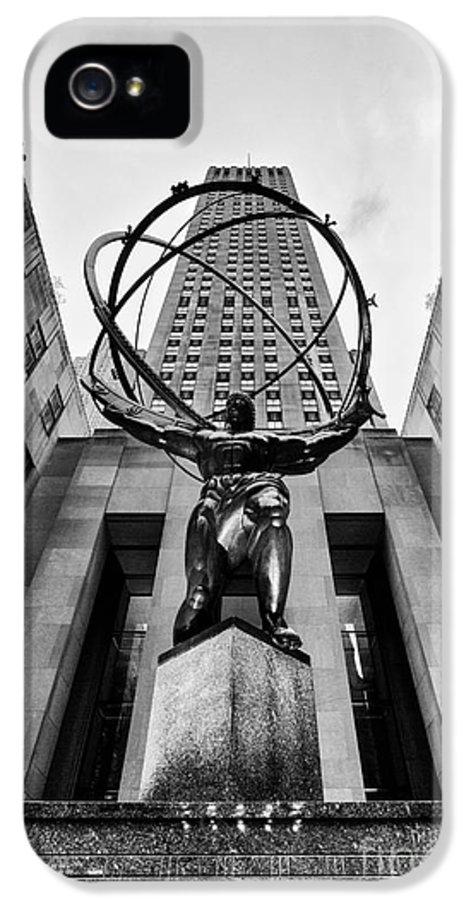 Rockefeller Centre IPhone 5 / 5s Case featuring the photograph Atlas At The Rock by John Farnan