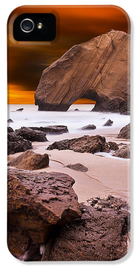 Rocks IPhone 5 / 5s Case featuring the photograph Beauty Essence by Jorge Maia