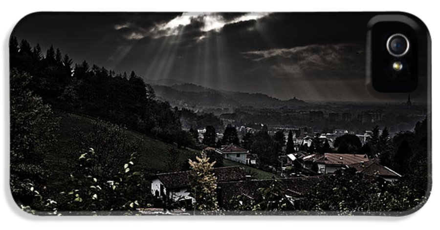 City IPhone 5 / 5s Case featuring the photograph Blessed By Light by Michael Bjerg