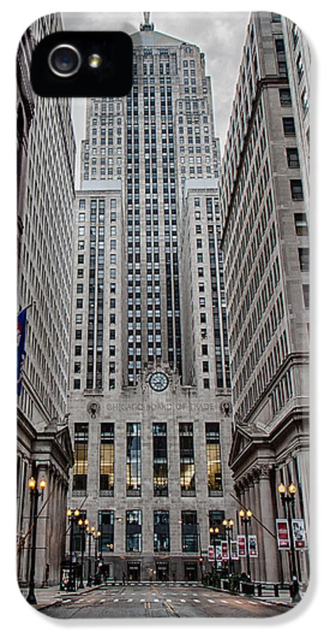 Chicago IPhone 5 / 5s Case featuring the photograph Board Of Trade by Mike Burgquist
