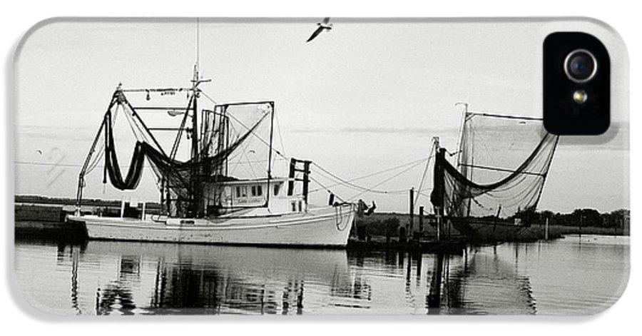 Shrimp Boat IPhone 5 / 5s Case featuring the photograph Bon Temps by Scott Pellegrin
