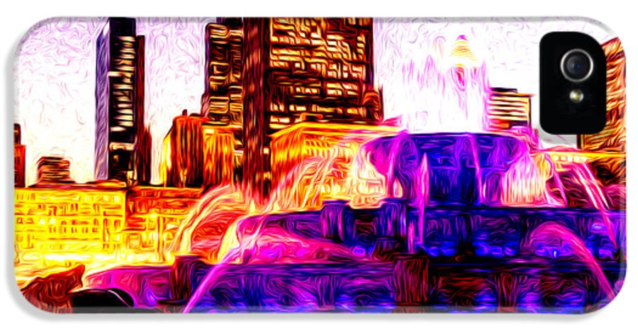 2012 IPhone 5 / 5s Case featuring the photograph Buckingham Fountain At Night Digital Painting by Paul Velgos