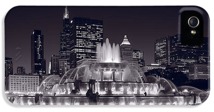 Chicago IPhone 5 / 5s Case featuring the photograph Buckingham Fountain Panorama by Steve Gadomski