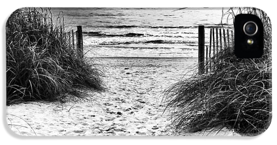 Carolina Beach Entry IPhone 5 / 5s Case featuring the photograph Carolina Beach Entry by John Rizzuto