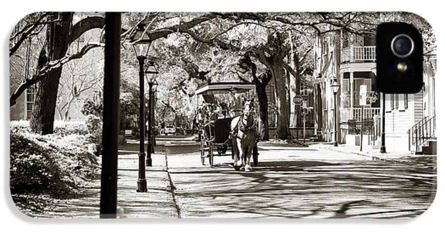 Carriage Ride In Charleston IPhone 5 / 5s Case featuring the photograph Carriage Ride In Charleston by John Rizzuto