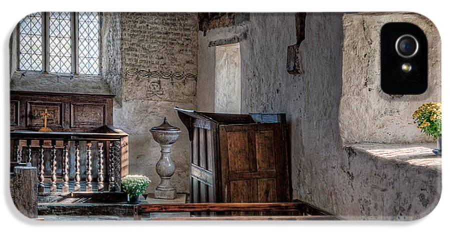 Inside Celynnin Church IPhone 5 / 5s Case featuring the photograph Celynnin Church V2 by Adrian Evans