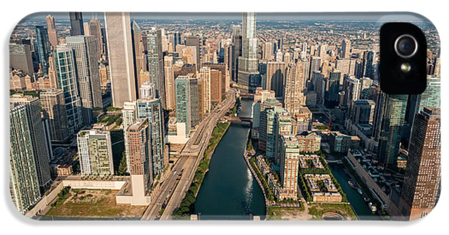 Chicago IPhone 5 / 5s Case featuring the photograph Chicago River Aloft by Steve Gadomski