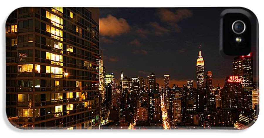 New York IPhone 5 / 5s Case featuring the photograph City Living by Andrew Paranavitana