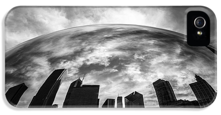 Bean IPhone 5 / 5s Case featuring the photograph Cloud Gate Chicago Bean by Paul Velgos