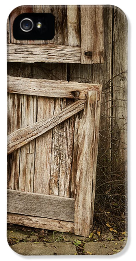 Barn IPhone 5 / 5s Case featuring the photograph Country Charm by Amy Weiss