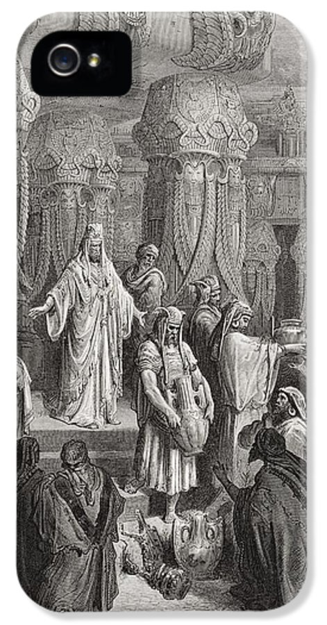 King Of The Persians IPhone 5 / 5s Case featuring the painting Cyrus Restoring The Vessels Of The Temple by Gustave Dore