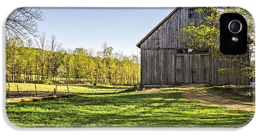 Farm IPhone 5 / 5s Case featuring the photograph Downtown Metropolitan Etna Nh by Edward Fielding