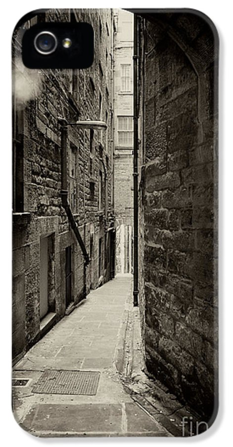 Alley IPhone 5 / 5s Case featuring the photograph Edinburgh Alley Sepia by Jane Rix