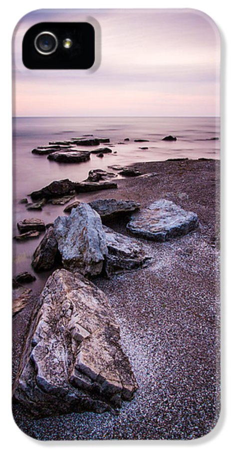 Sheboygan IPhone 5 / 5s Case featuring the photograph Embrace by Daniel Chen
