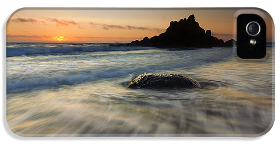 Fogarty Creek IPhone 5 / 5s Case featuring the photograph Fogarty Tides by Mike Dawson