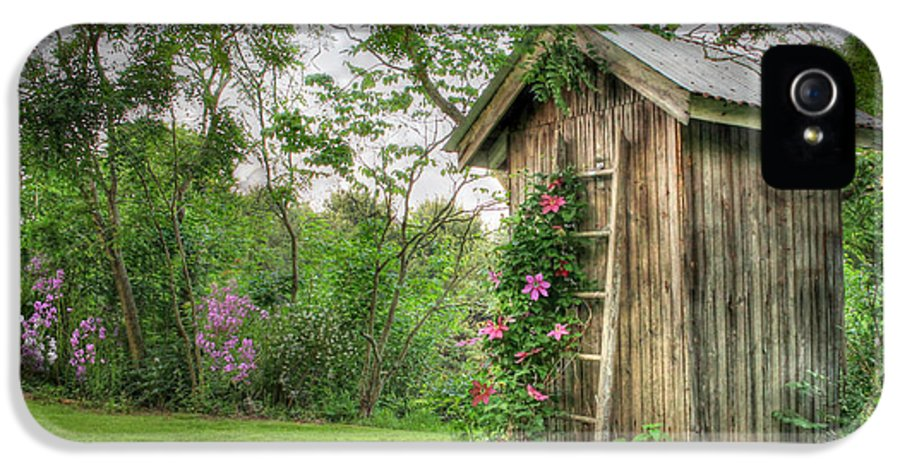 Outhouse IPhone 5 / 5s Case featuring the photograph Fragrant Outhouse by Lori Deiter