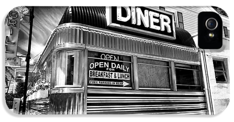 Freehold Diner IPhone 5 / 5s Case featuring the photograph Freehold Diner by John Rizzuto