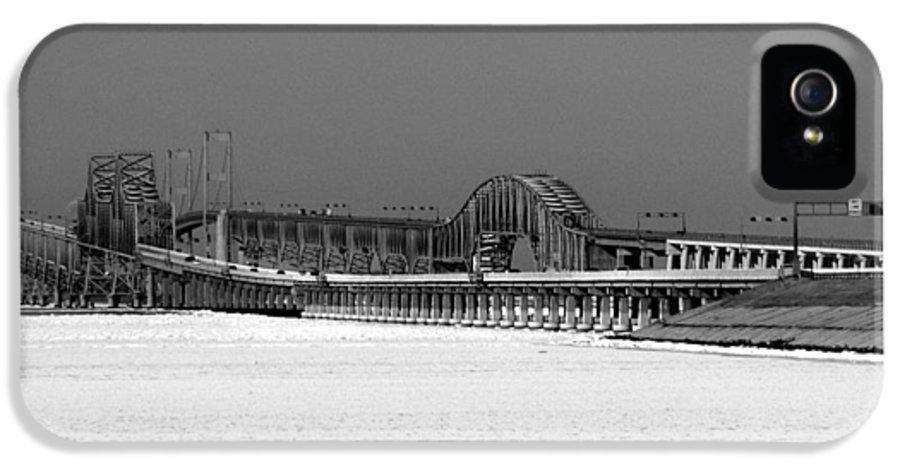 Bay Bridge IPhone 5 / 5s Case featuring the photograph Frozen Bay Bridge by Skip Willits