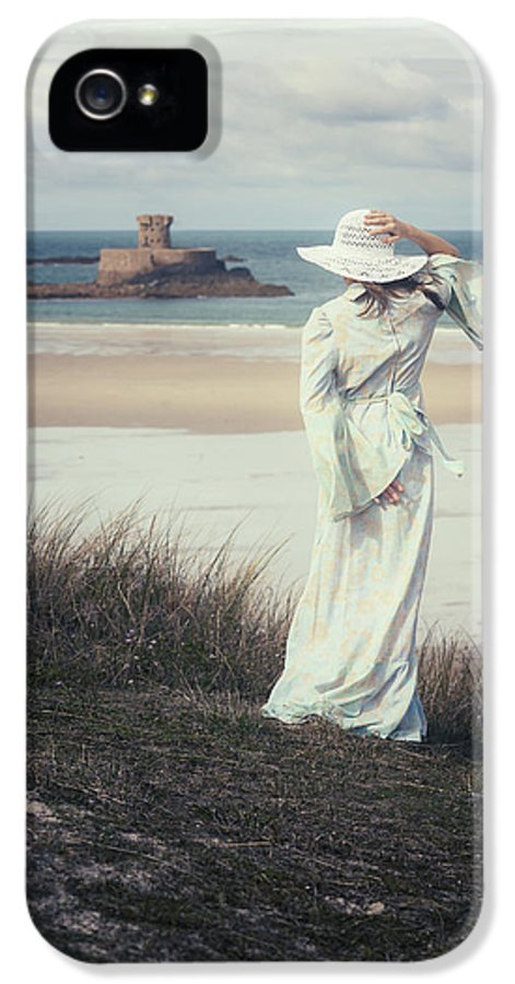 Woman IPhone 5 / 5s Case featuring the photograph I See The Horizon by Joana Kruse