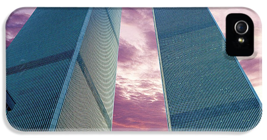 New York City IPhone 5 / 5s Case featuring the photograph In All Her Glory by Jon Neidert
