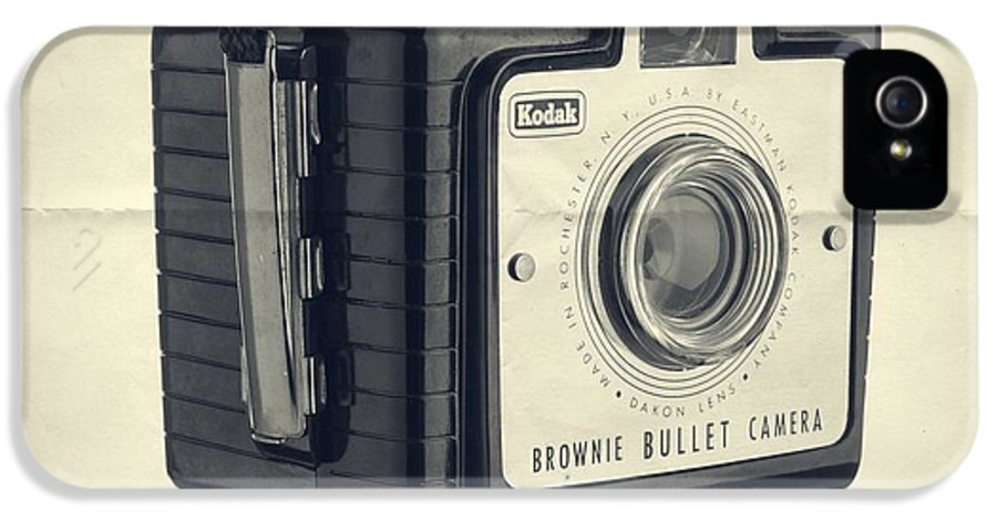 Isolated IPhone 5 / 5s Case featuring the photograph Instant Artist by Edward Fielding