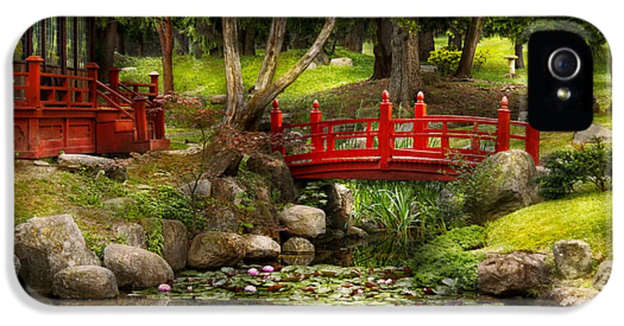 Teahouse IPhone 5 / 5s Case featuring the photograph Japanese Garden - Meditation by Mike Savad