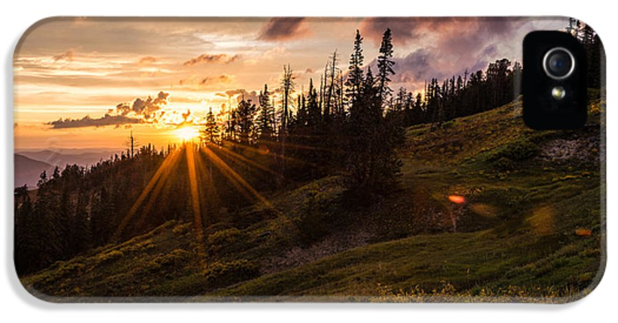 Last Light At Cedar IPhone 5 / 5s Case featuring the photograph Last Light At Cedar by Chad Dutson