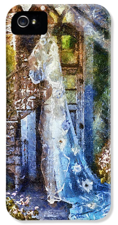 Leaving Wonderland IPhone 5 / 5s Case featuring the painting Leaving Wonderland by Mo T